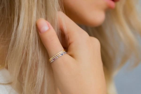 nữ đeo nhẫn ngón cái có ý nghĩa gì
